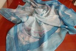 Gyönyörű, kézzel festett selyem kendő 93 x 93 cm