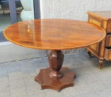 Biedermeier ebédlőasztal négy székkel
