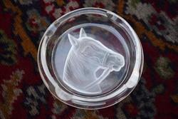 Csiszolt üveg hamutartó lófej minta üveg bemarással