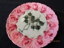 1900-ból való régi csodálatos szinű,és mintájú rózsás fajansz tányér   27 cm átmérőjű