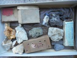 Ásványok, üveglapos foto, fosszília