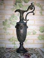 Régi bronzított , dombordíszítésű fém karaffa , polcdísz