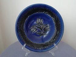 Jelzett virágmintás kék falitányér, dísztányér