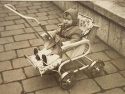 Régi gyerek fotó vintage mini fénykép babakocsi kép