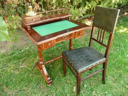 Álomszép, újszerű, picike antik építményes női íróasztal a hozzávaló bőr betétes székkel egyben