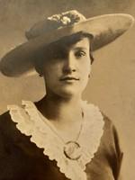 Régi fotó vintage női fénykép kalapos nő