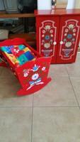 Népi motívumokkal díszített piros  baba szekrény, bölcső eladó!Bababútor eladó!