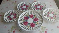 Antik, rózsás, áttört szélű fali tányér,  szignózott eladó!4+1 db