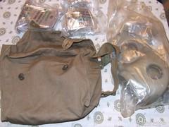 Katonai gázálarc ,2 db szűrőbetét,táska