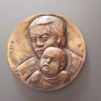 Bronz plakett - Konyorcsik János: Anya gyermekével