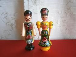 Kézzel festett, retro népművészeti fa páros Kalocsai ruhában lány és fiú 12-13 cm