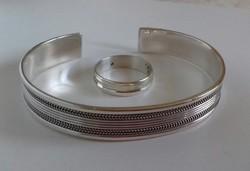 Szép,masszív,nyitott ezüst karkötő ajándék ezüst gyűrűvel