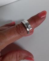 Modern, asszimetrikus, letisztult fazonú, vastag ezüst gyűrű
