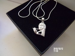 Csodaszép ezüst nyaklánc zenélő lány medállal