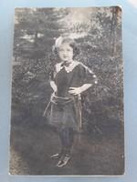 Régi képeslap vintage kislány fénykép Párizsi Nagy Áruház kiadványa