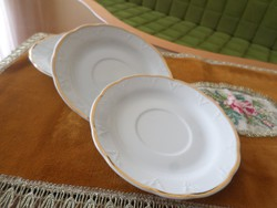 Régi fehér porcelán süteményes tányérok. Jelzésük az alján: Royal