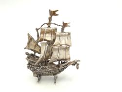 Ezüst vitorlás 15. századból mozgó részekkel  49 g