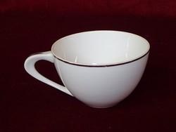 Keleti porcelán teáscsésze arany szegéllyel. Átmérője 9,7 cm.
