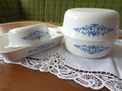Az évszázad közepén készült négy darabos Sovirel tejüveg jénai tálak nagyon szép kék mintával.