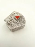 Ezüst szelence kővel