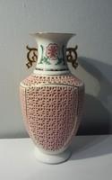 Áttört porcelán váza