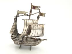Ezüst vitorlás 15.századból mozgó részekkel  41,9 g