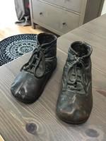 Antik bronzba öntött bőr kiscipő
