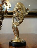 Gondolkodó férfi - arany színű/ absztrakt bronz szobor
