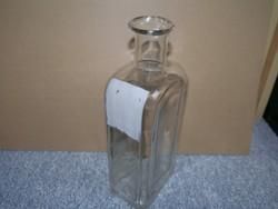 Pincetok formájú üvegpalack csőrös kiöntővel