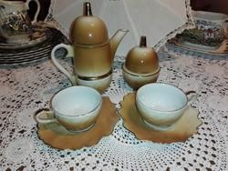 Makk alakú két személyes kávés készlet.