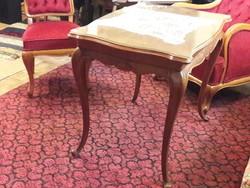 Dohányzóasztal, 2 szék, 2 fotel