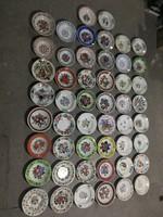 50 db kézzel festett falitányér (jelzett)