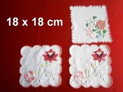 3 db kézzel hímzett Kalocsai mintás terítő 18 x 18 cm