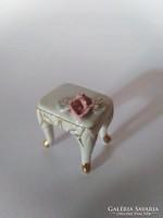 Kisméretű  vitrindísz, babaház kellék, baba kellék:  mini porcelán asztalka