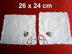 2 db kézzel hímzett Kalocsai mintás terítő 26 x 24 cm