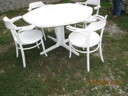 Étkező  asztal  négy  székkel