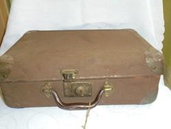 Régi kulcsos kisbőrönd/koffer