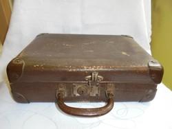 Régi kisbőrönd/koffer