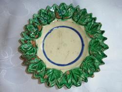 Dombormintás régi cseréptányér