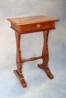 Antik -Biedermeier- varróasztalka
