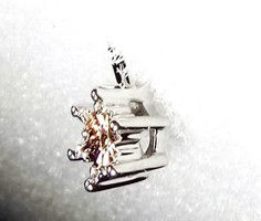 925-ös ezüst medál 0,010 karátos pezsgő színű gyémánt drágakővel ékesítve ajándéknak is kiváló lehet