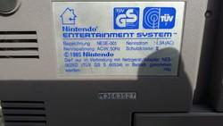 1985 NINTENDO entertainment system .European version