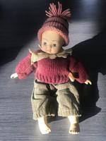 Téli öltözetű régi porcelán baba figura