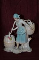 Vízhordó lányl figura