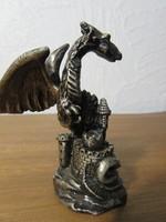 Sárkánygyik szobor
