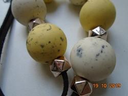 Vidám,fiatalos divat ékszer nyakék gömbökből és fazettált aranyozott gyöngyből