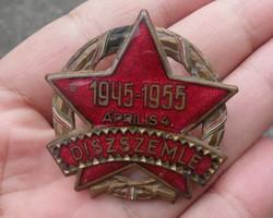 Jelvény, kitűző. Díszszemle 1945-1955 Április 4. Tűzzománc