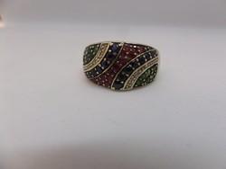 Fehér arany gyűrű színes drágakövekkel