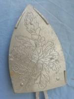 Antik vasaló tartó makk díszítéssel