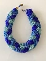 Fonott, sokszálas gyöngy nyakék a kék különböző árnyalataival